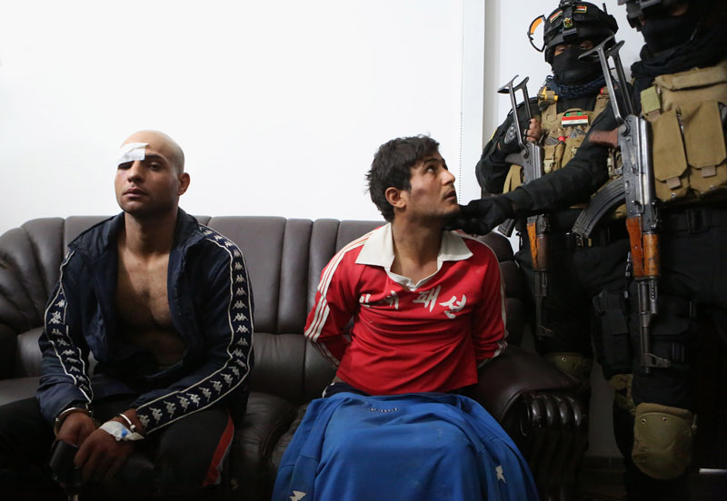 Suspected murderers and thieves in the police custody at police headquarters in Basra, 340 miles (550 kilometers) southeast of Baghdad, Iraq on December 19, 2015. Photo: AP