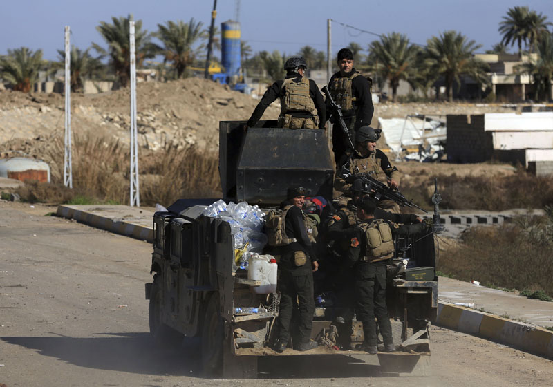 Iraqi security forces deploy in the Soufiya neighborhood in central Ramadi, 70 miles (115 kilometres) west of Baghdad, Iraq, on Thursday, January 14, 2016. Photo: AP