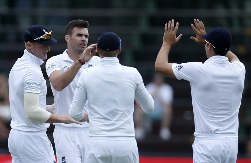 England cricket players celebrate the dismissal of South Africa's Kagiso Rabada who was caught out by Jonny Bairstow during the third cricket test match in Johannesburg, South Africa, January 15, 2016. Photo: Reuters