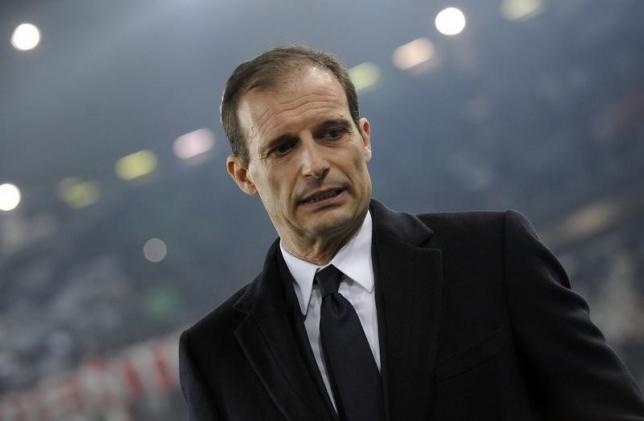 Juventus' coach Massimiliano Allegri looks on before the match against Fiorentina.  REUTERS/Giorgio Perottino