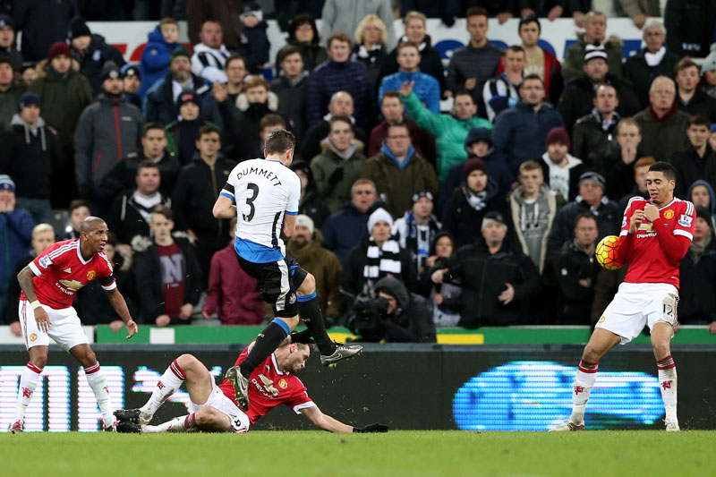 Newcastle United's Paul Dummett (centre) scores his goal past Manchester United's Chris Smalling (right) during the English Premier League soccer match between Newcastle United and Manchester United at St James' Park, Newcastle, England, on Tuesday, January 12, 2016. Photo: AP