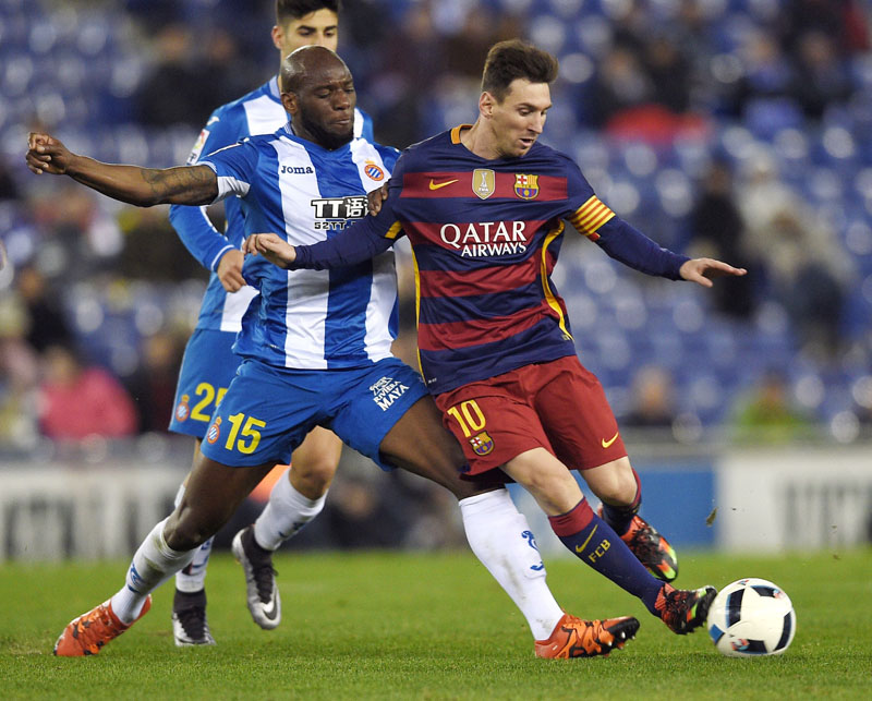 Barcelona's Argentinian forward Lionel Messi (right) and Espanyolu0092s Michael Ciani vie for the ball during their Copa del Rey match at Cornella-El Prat Stadium on Wednesday. Photo: AFP