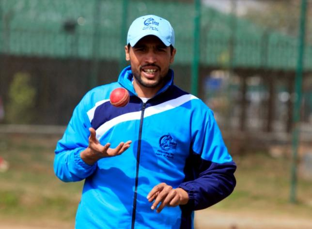 Pakistan pace bowler Mohammad Amir takes part in a practice session at a cricket ground in Rawalpindi March 9, 2015. REUTERS/Faisal Mahmood