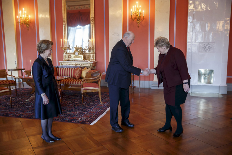 Norwegian King Harald and Queen Sonja receive Prime Minister Erna Solberg ahead of the 25th anniversary of King Harald's accession at the Royal Palace in Oslo, Norway, January 15, 2016. Photo: Reuters