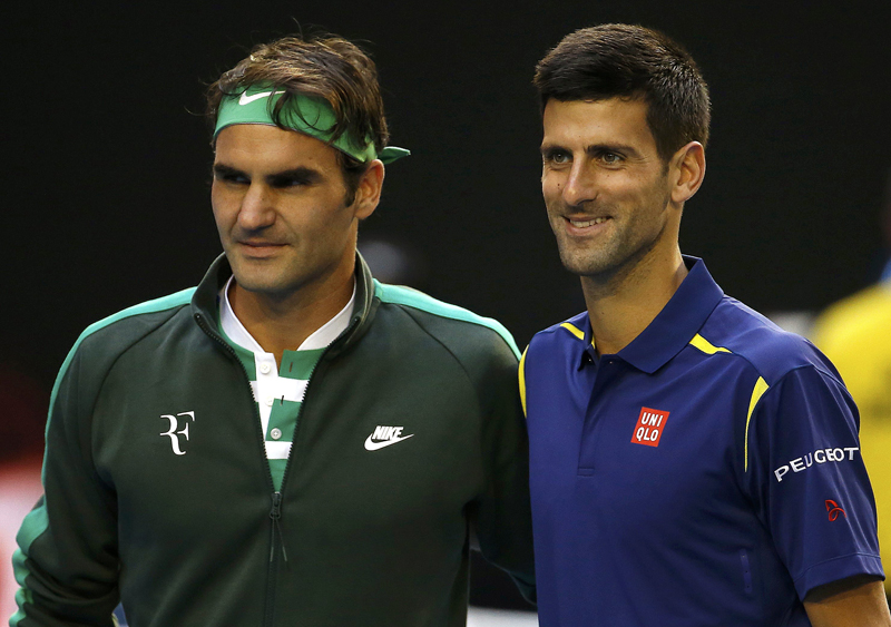 Switzerland's Roger Federer and Serbia's Novak Djokovic (R) pose for a photo before their semi-final match at the Australian Open tennis tournament at Melbourne Park, Australia, January 28, 2016. Photo: Reuters