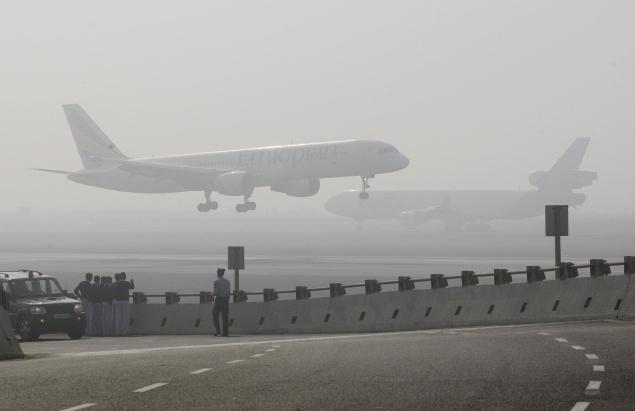 An aircraft prepares to land on a foggy day at the Indira Gandhi International (IGI) Airport in New Delhi. Photo: AP/File