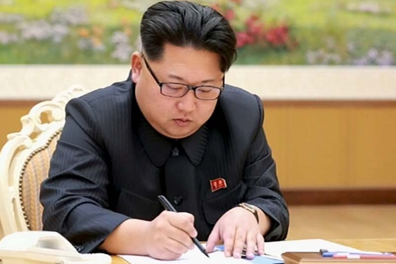 North Korean leader Kim Jong Un signs a document regarding the test of a hydrogen bomb, in this still image taken from KRT video and released by Yonhap on January 6, 2016. Photo: Reuters