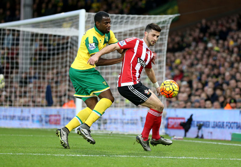 Southampton's Shane Long (right) and Norwich City's Sebastien Bassong in action during the English Premier League soccer match at Carrow Road, Norwich, England on Saturday January 2, 2016. Photo: AP