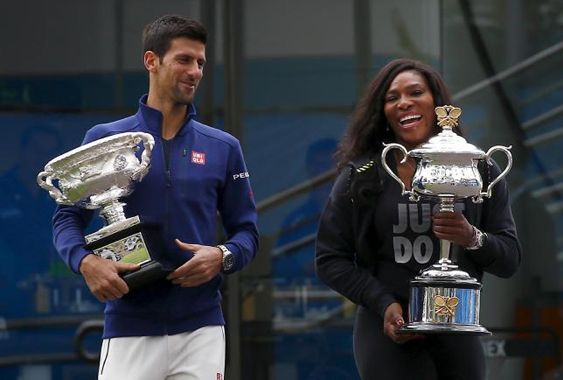 Novak Djokovic of Serbia and Serena Williams of US hold trophy before the Australian Open in Melbourne. Photo: Reuters