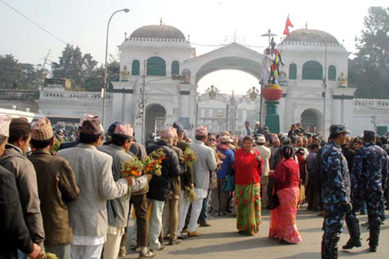 FILE: People in queue to garland the statue of late king Prithvi Narayan Shah at the western gate of Singha Durbar to mark the 291th birth anniversary of late King Shah on Friday 11 January 2013. Photo: THT/ File