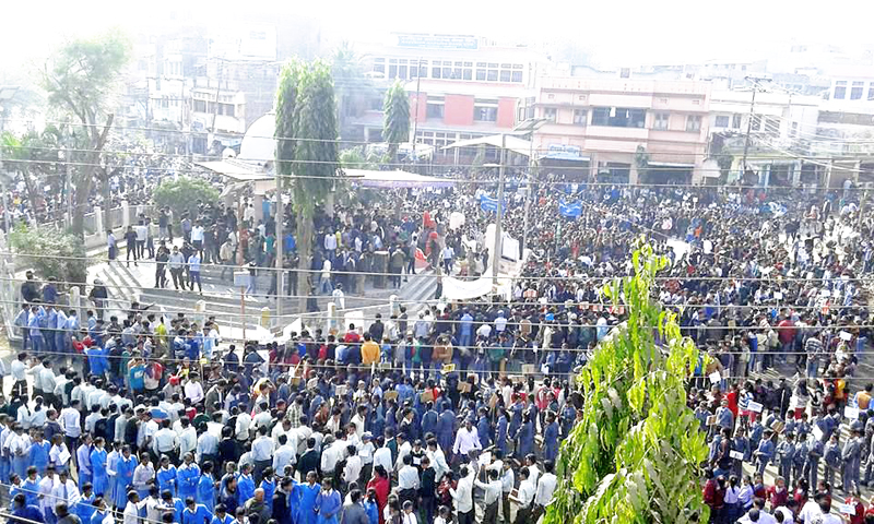 Students take out a rally in Rajbiraj, district headquarters of Saptari, on Monday, January 4, 2016. Photo: THT Online