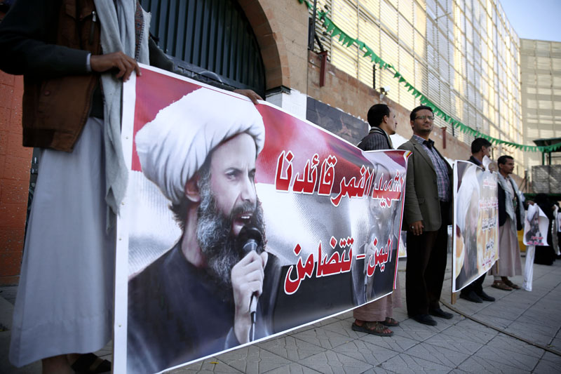 Shiite rebels, known as Houthis, hold posters of late Shiite cleric Nimr al-Nimr, who was executed in Saudi Arabia, during an anti-Saudi protest outside the Saudi embassy in Sanaa, Yemen, on Thursday, January 7, 2016. Photo: AP