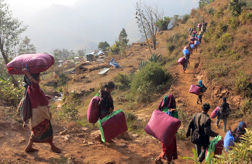 Earthquake survivors from Batase VDC of Sindhupalchok returning home with warm clothes that they received from donors. Photo: RSS