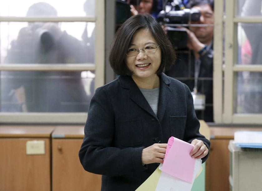 Taiwan's Democratic Progressive Party (DPP) Chairperson and presidential candidate Tsai Ing-wen casts her ballot at a polling station during general elections in New Taipei, Taiwan, January 16, 2016. REUTERS/Olivia Harris