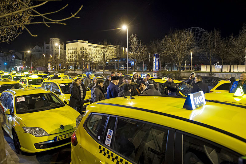 Taxi cab drivers gather by their vehicles at Erzsebet Square during an unannounced demonstration against the use of Uber rideshare application in the early morning hours in downtown Budapest, Hungary, on Monday, January 18, 2016. Photo: AP
