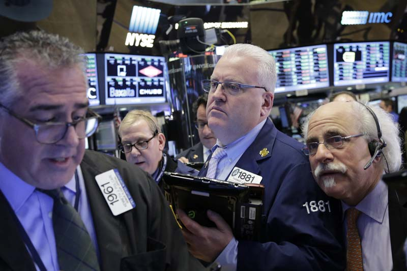 Traders work at the New York Stock Exchange, on Friday, January 22, 2016. Photo: AP