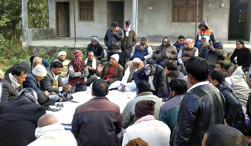 Leaders of the agitating United Democratic Madhesi Front holding a meeting in Naitan VDC, Bara, on Friday evening. Photo: THT