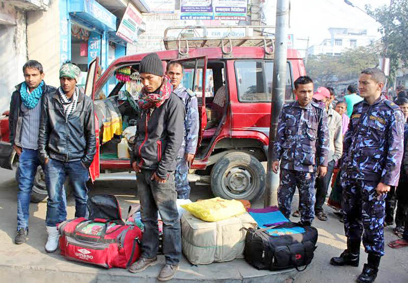 Parsa police impound a vehicle laden with illegal clothes from Chhapkaiya of Birgunj-2 in Parsa district on Monday, January 03, 2016. Photo Ram Sarraf