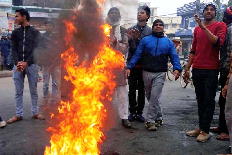 The agitated cadres of the United Democratic Madhesi Front (UDMF) burning tyres in front of the Ghantaghar, Birgunj to intensify their protests on Monday, January 18, 2016. Photo: Ram Sarraf/ THT