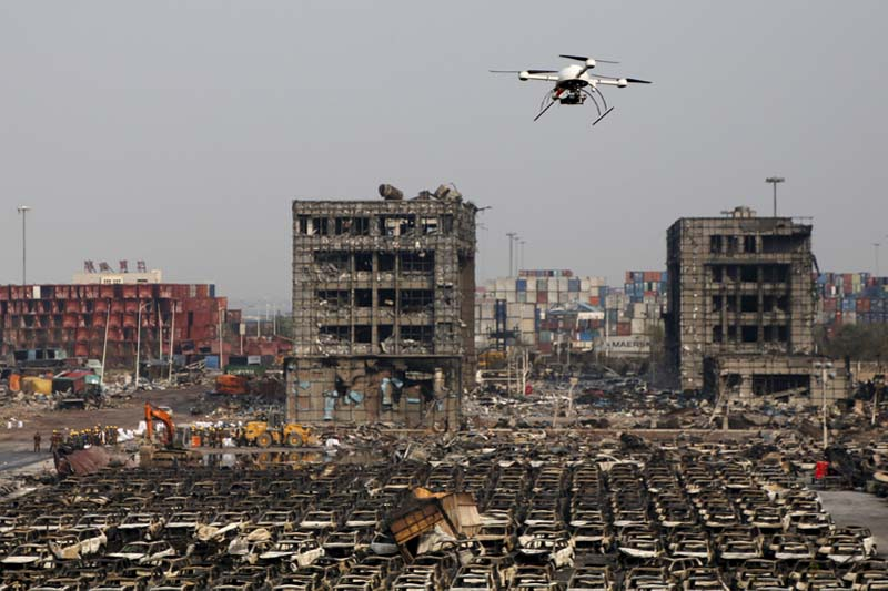 A drone operated by paramilitary police flies over the site of August 12, 2015 explosions at Binhai new district in Tianjin, China, On this August 17, 2015. Photo: Reuters/ File