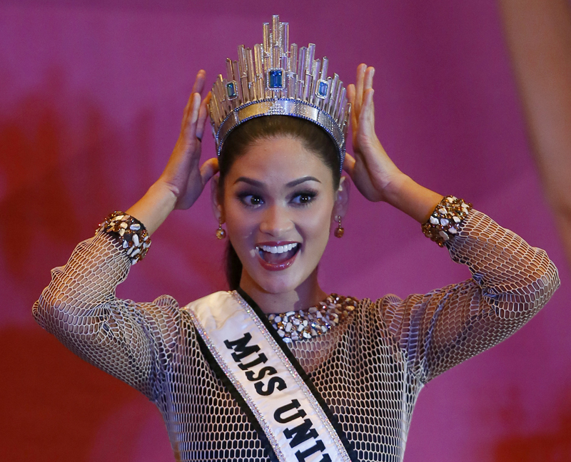 Newly crowned Miss Universe Pia Alonzo Wurtzbach shows her crown during a news conference Sunday, January 24, 2016 in suburban Quezon city, northeast of Manila, Philippines. Photo: AP