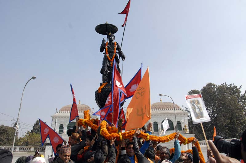 People carry a garland to offer to the statue of late King Prithivi Narayan Shah on the occasion of 294th Prithivi Jayanti, in front of the Singha Darbar on Monday, January 11, 2016. Photo: Bal Krishna Thapa/ THT