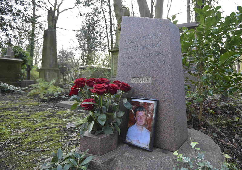 The grave of murdered ex-KGB agent Alexander Litvinenko is seen at Highgate Cemetery in London, Britain, January 21, 2016. Photo: Reuters