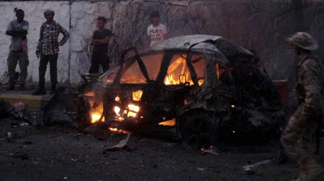 A car burns at the site of a car bomb attack outside the house of the director of security for Yemen's southern port city of Aden Brigadier General Shalal Ali Shayyeh in Aden January 17, 2016. Photo: Reuters