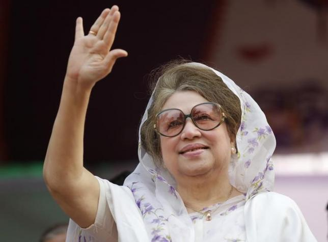 Bangladesh Nationalist Party (BNP) Chairperson Begum Khaleda Zia waves to activists as she arrives for a rally in Dhaka January 20, 2014.  Photo: Reuters