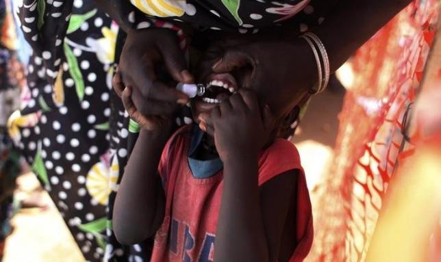 A displaced South Sudanese child receives an oral cholera vaccine in a camp for internally displaced people in the United Nations Mission in South Sudan (UNMISS) compound in Tomping, Juba February 28, 2014.  Photo: Reuters