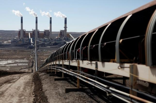Coal is transported via conveyor belt to the coal-fired Jim Bridger Power Plant in Wyoming.  Photo: Reuters