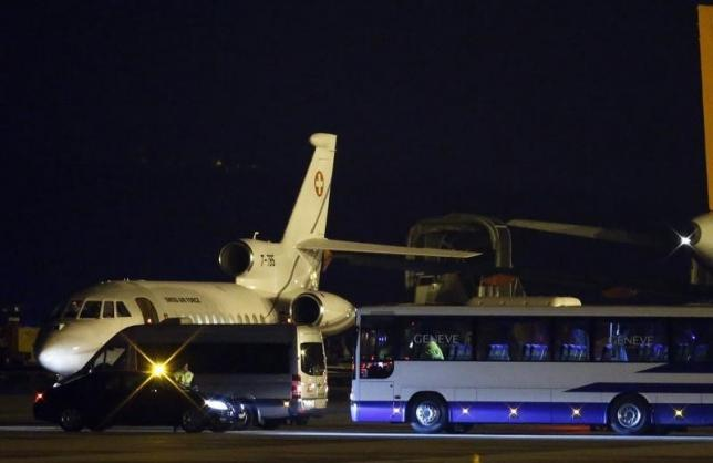 A bus and a van are parcked in front of a plane carrying three Iranian-Americans, who left Tehran under a prisoner swap, after it landed at Cointrin airport in Geneva, Switzerland January 17, 2016.  Photo: Reuters