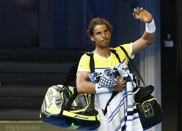 Spain's Rafael Nadal waves to the crowd as he leaves after losing his first round match against Spain's Fernando Verdasco at the Australian Open tennis tournament at Melbourne Park, Australia, January 19, 2016. Photo: Reuters