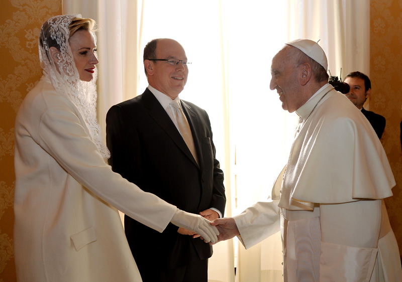 Pope Francis meet with Princess Charlene and Prince Albert II of Monaco during a private audience at the Vatican, Monday, Jan. 18, 2016. Photo: AP