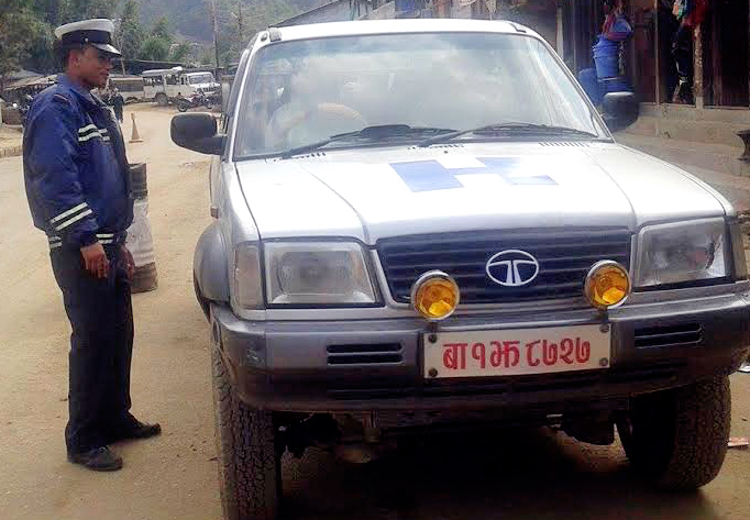 A traffic policeman booking a government vehicle for plying on public holiday, in Phidim, on Wednesday, February 10, 2016. Photo: THT