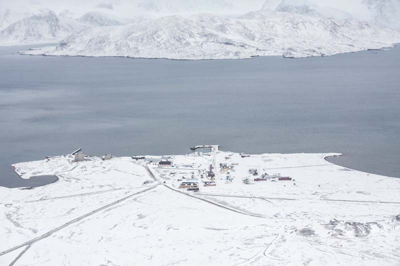 Breinosa is seen from the research Zeppelin Observatory that is operated by operated by the Norwegian Polar Institute and Norwegian Institute for Air Research in Svalbard in Norway on October 17, 2015. Photo: Reuters