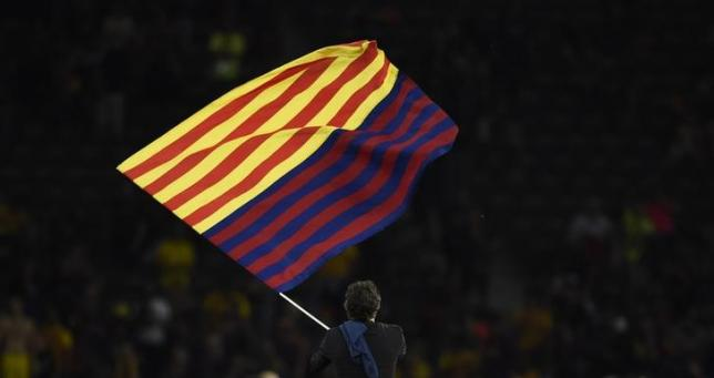 Football - FC Barcelona v Juventus - UEFA Champions League Final - Olympiastadion, Berlin, Germany - 6/6/15nBarcelona coach Luis Enrique celebrates with a flag after winning the UEFA Champions LeaguenReuters / Dylan Martinez