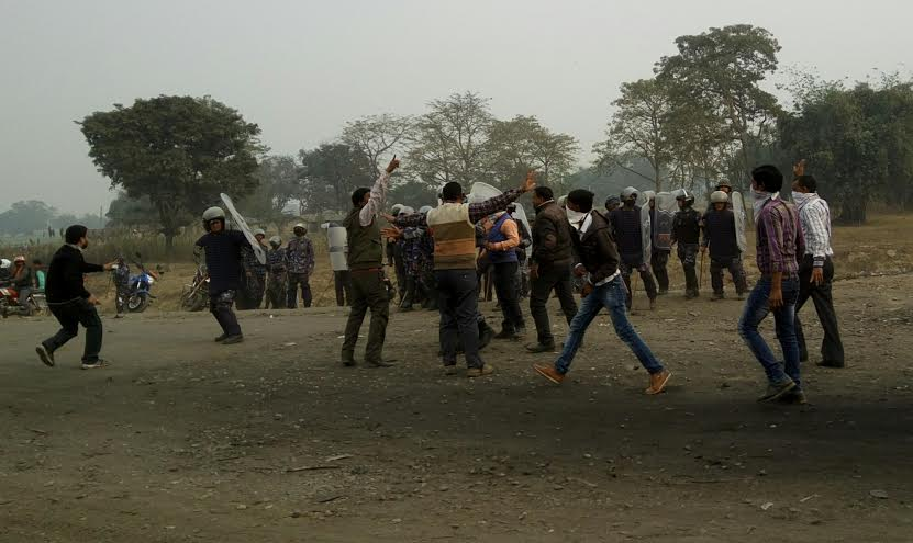 Cadres of the United Democratic Madhesi Front staging demonstration near the Miteri Bridge in Birgunj on Saturday, February 06, 2016. Photo: Ram Sarraf
