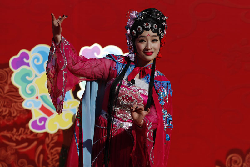 A Chinese performer dressed in traditional costume performs a cultural dance during a temple fair for a Lunar New Year celebration in Beijing, on Monday, February 8, 2016. Photo: AP