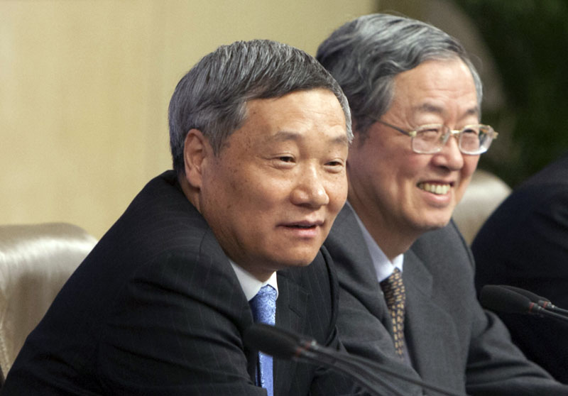 Then head of China Securities Regulatory Commission Xiao Gang (left) and Zhou Xiaochuan, governor of the People's Bank of China, attend a press conference in Beijing, China, on March 11, 2014. Photo: Chinatopix Via AP) CHINA OUT