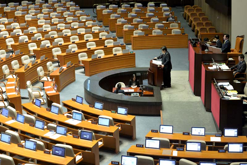 Choi Kyu-sung, a member of the main opposition Minjoo Party of Korea speaks at the National Assembly in Seoul, South Korea, on February 28, 2016. Photo: Reuters