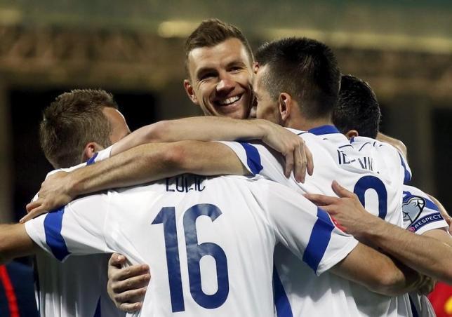 Bosnia and Herzegovina's Edin Dzeko (C) celebrates a goal with his team mates against Andorra during their Euro 2016 qualifier soccer match at Estadi Nacional stadium in Andorra La Vella, March 28, 2015. REUTERS/Albert Gea