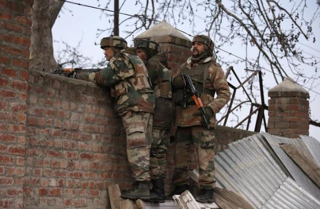 Indian army soldiers take their positions near the site of a gunbattle on the outskirts of Srinagar February 22, 2016. REUTERS/Danish Ismail