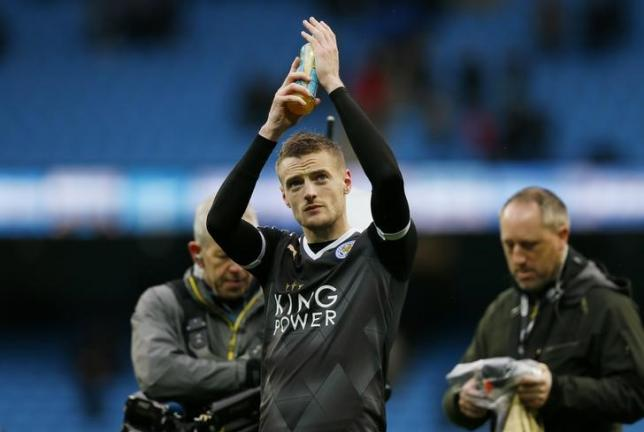 Football - Manchester City v Leicester City - Barclays Premier League - Etihad Stadium - 6/2/16. Leicester City's Jamie Vardy applauds the fans at the end of the gamenAction Images via Reuters / Jason Cairnduff. Livepic