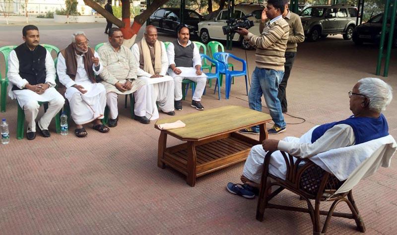 Rastriya Janata Dal President Lalu Prasad Yadav talks with leaders of agitating Madhesi parties of Nepal, in Bihar of India, on Monday, February 1, 2016. Photo: Ram Sarraf