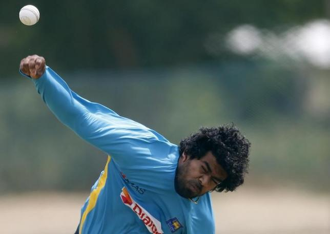 Sri Lanka's Lasith Malinga bowls during a practice session ahead of their final ODI (One Day International) cricket match against Pakistan in Dambulla August 29, 2014. REUTERS/Dinuka Liyanawatte/Files