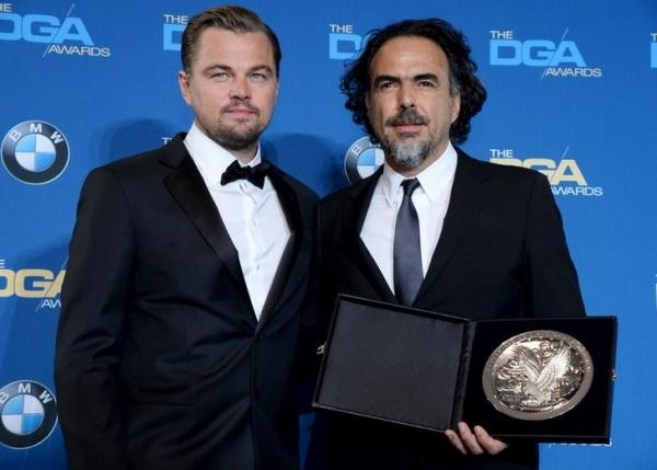 Leonardo DiCaprio (L) presents the Feature Film Nomination to Alejandro G. Inarritu during the 68th annual DGA Awards in Los Angeles February 6, 2016. REUTERS/Phil McCarten