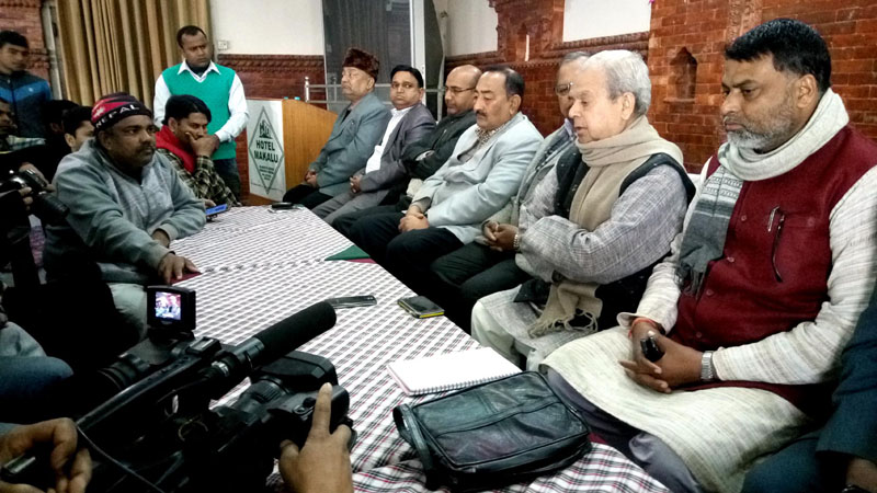 Tarai Madhes Democratic Party Chairman Mahantha Thakur (second from the right), along with other Madhesi leaders, speaking to journalists at a press conference, in Hotel Makalu, Parsa, on Wednesday.Photo: THT