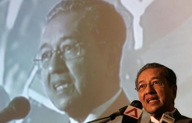 Former Malaysian Prime Minister Mahathir Mohamad speaks during a meeting demanding his successor Abdullah Ahmad Badawi's resignation in Petaling Jaya outside Kuala Lumpur April 1, 2008. REUTERS/Bazuki Muhammad/Files