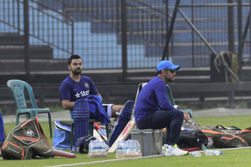 Indian cricket captain Mahendra Singh Dhoni (right) and teammate Virat Kohli attend a training session at the Khan Shaheb Osman Ali Stadium in Fatullah on February 23, 2016. Photo: AFP